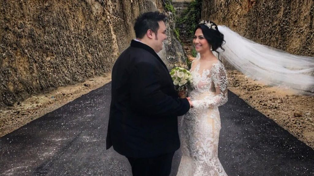 Siap Menikah, Vanessa Angel Fitting Baju Pengantin