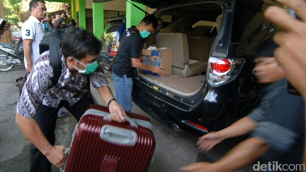 KPK Juga Geledah Kantor DPU Pengairan Jombang, Ambil Data Proyek 2008-2016