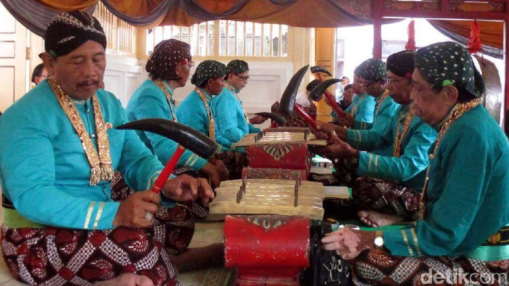 Menikmati Gamelan Sekaten Keraton Yogyakarta Sambil Makan Nasi Gurih