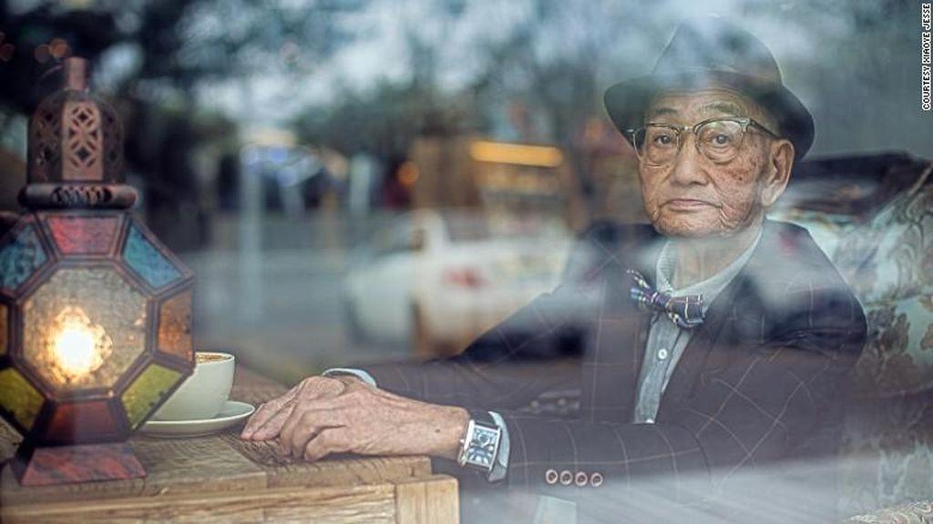 Foto-foto Kedekatan Kakek dan Cucu Ini Jadi Viral