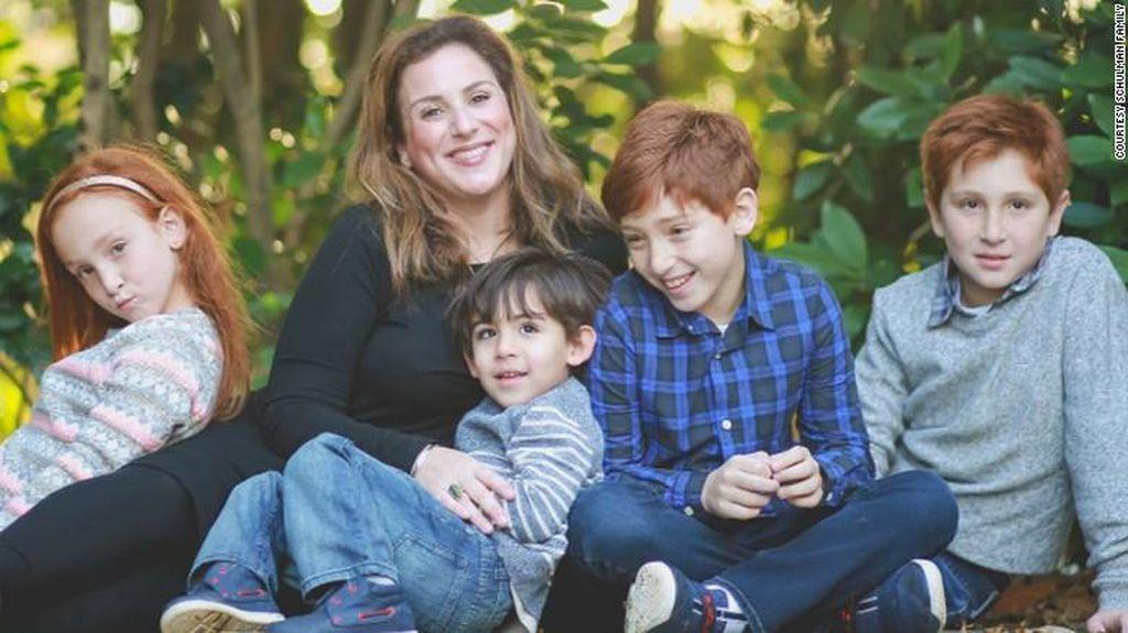 Kisah Monica, Perempuan yang Terserang Parkinson di Usia 37 Tahun