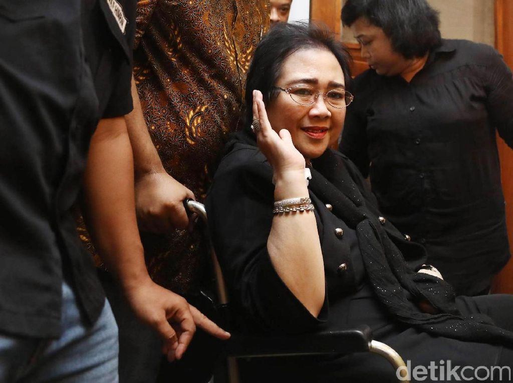 Duka Selebritis Lepas Kepergian Rachmawati Soekarnoputri
