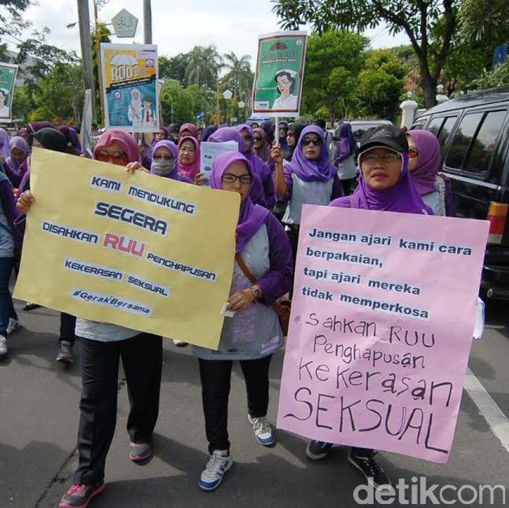 Puluhan Aktivis Perempuan Tuntut RUU Penghapusan Kekerasan Seksual