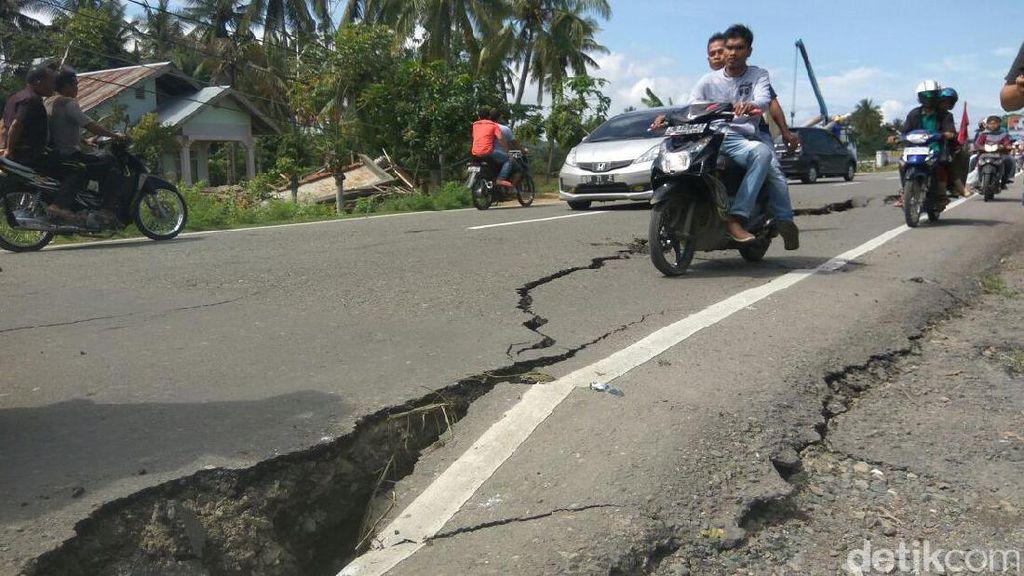 Menhub Akan Cari Solusi Terbaik untuk Jalanan Rusak Akibat Gempa di Aceh