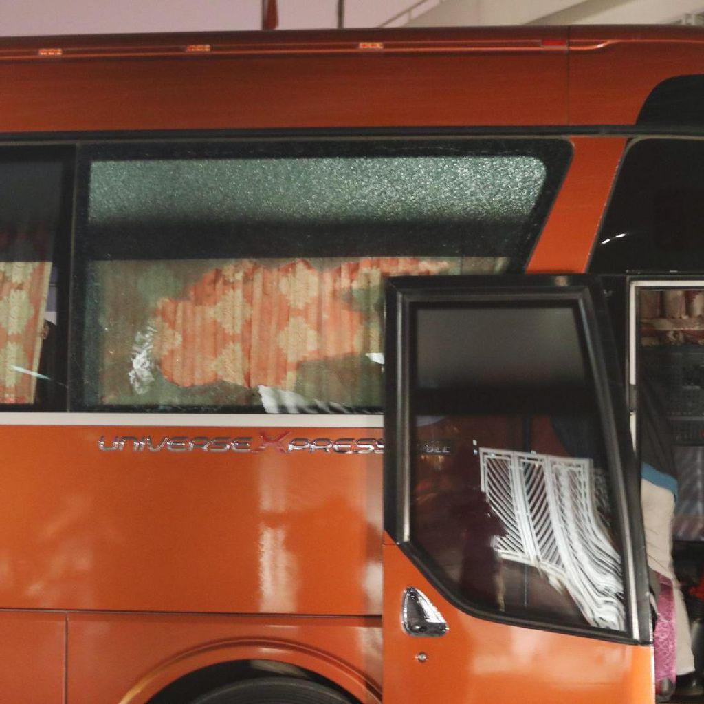 Bus Timnas Dilempar Batu oleh Suporter Vietnam