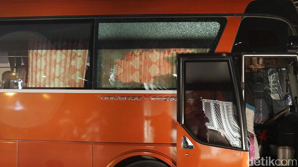 Dilempari Batu Oleh Suporter Vietnam, Begini Kondisi Bus Timnas Garuda