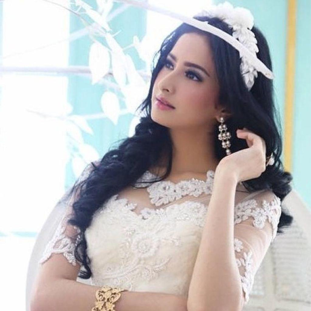 Ini Afifa Syahira, Istri Produser yang Kepergok Liburan Bareng Angel Karamoy