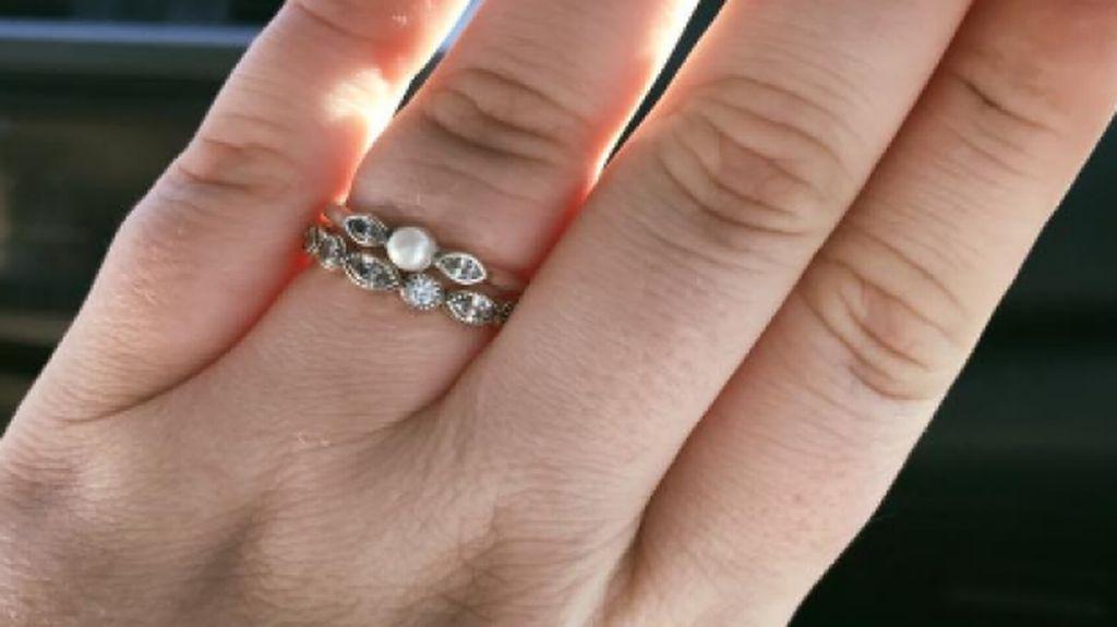 Kisah Wanita yang Cincin Kawinnya Diolok-olok karena Murah Ini Jadi Viral