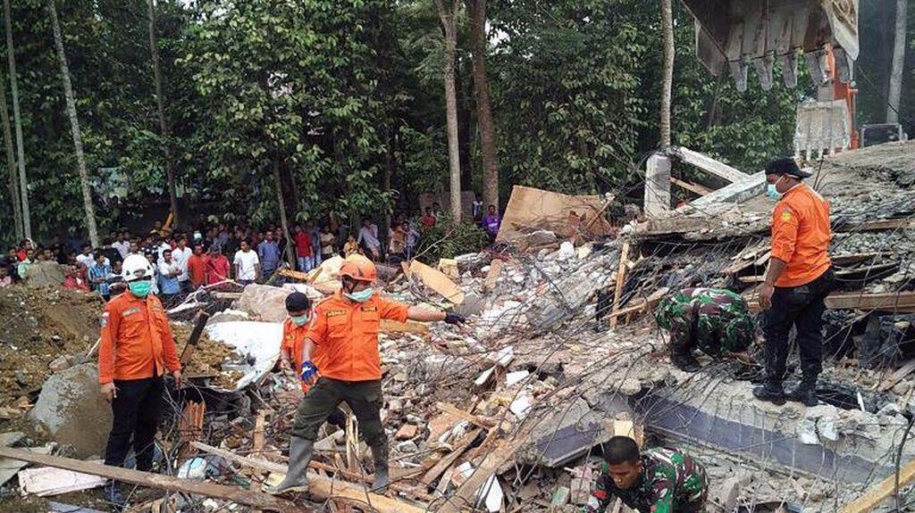 Sibuk Evakuasi Jenazah Korban, HP Milik Dokter Ini Hilang Dicuri
