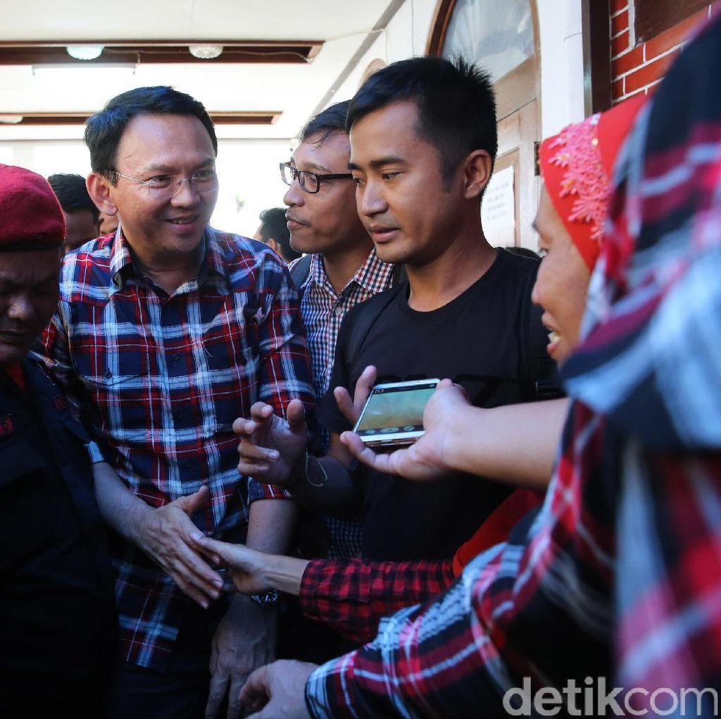 Ahok Sapa Pendukung di Rumah Lembang
