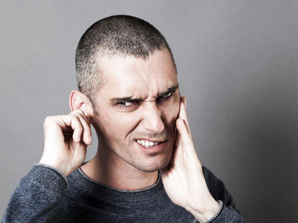 Kerap Dengar Suara Aneh, Ternyata Ada Kecoak di Dalam Telinga Pria Ini