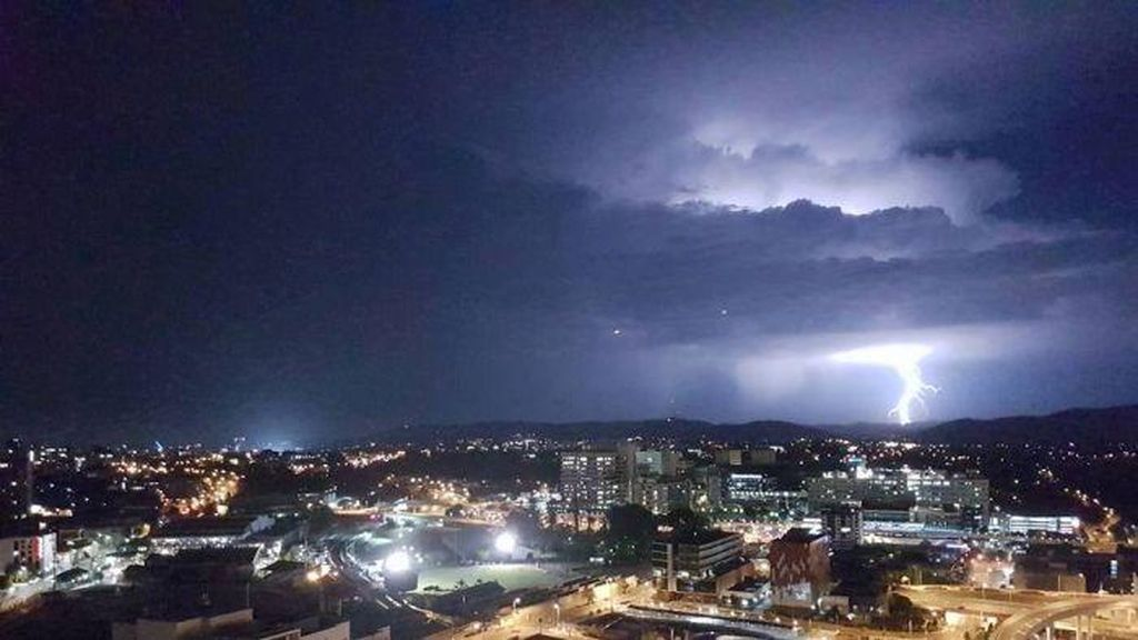 Brisbane Dilanda 39 Ribu Sambaran Petir pada Rabu Pagi