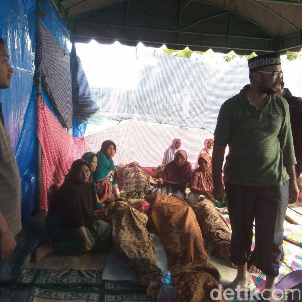 Rumahnya Hancur, 10 Jenazah Warga Pidie Jaya Disemayamkan di Meunasah