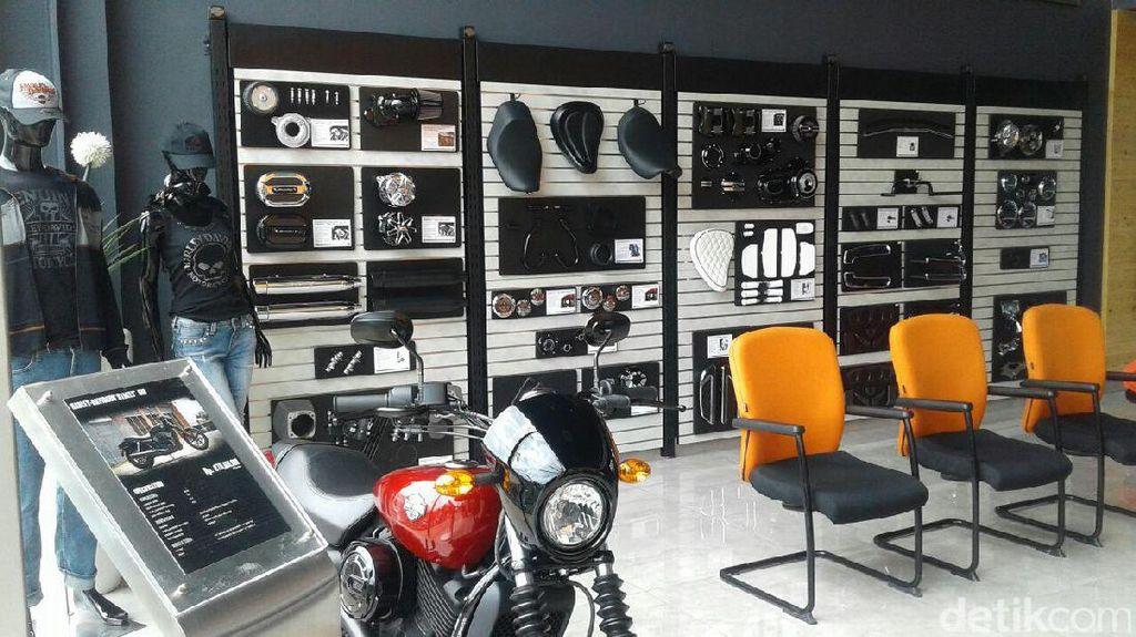 Belum Mampu Beli Motor, Pecinta Harley Pilih Aksesori