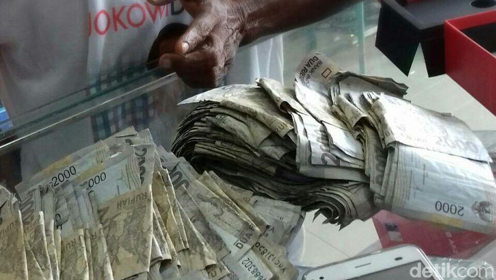 Bapak Tua yang Beli HP dengan Pecahan Rp 2.000 Bekerja Sebagai Buruh