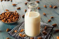 Susu yang terbuat dari kacang almond.