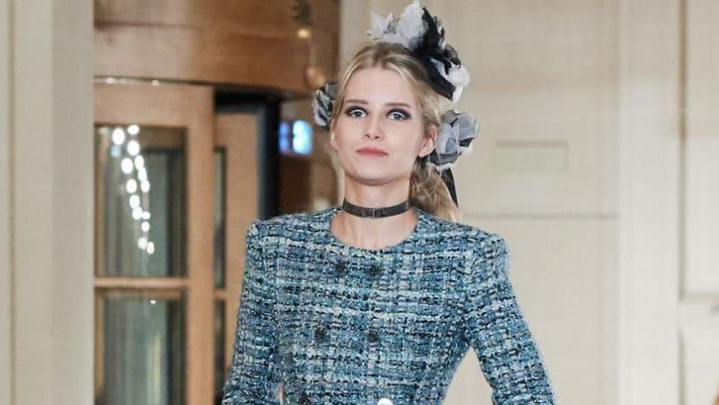 Adik Kate Moss Tampil Perdana Jadi Model Fashion Show Chanel