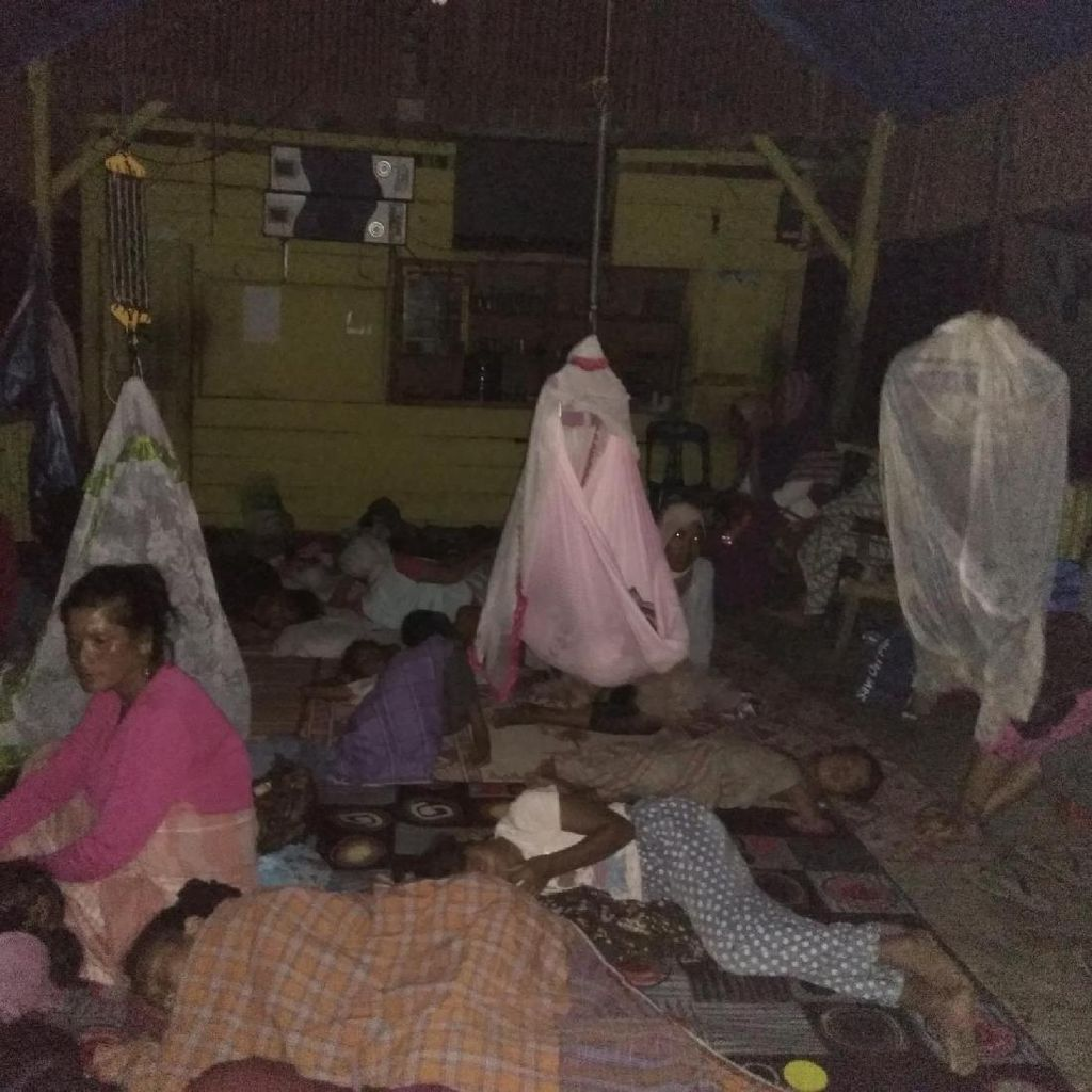 Melihat Kondisi Warga Pidie Jaya yang Mengungsi akibat Gempa dalam Kegelapan