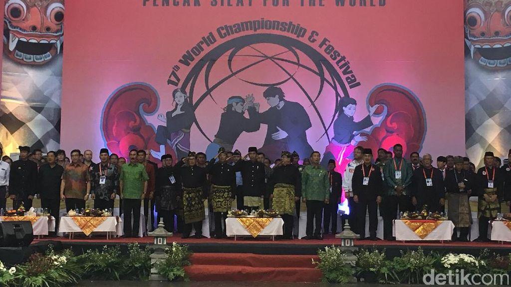 Prabowo Kukuhkan Jokowi Sebagai The Great Warrior of Pencak Silat