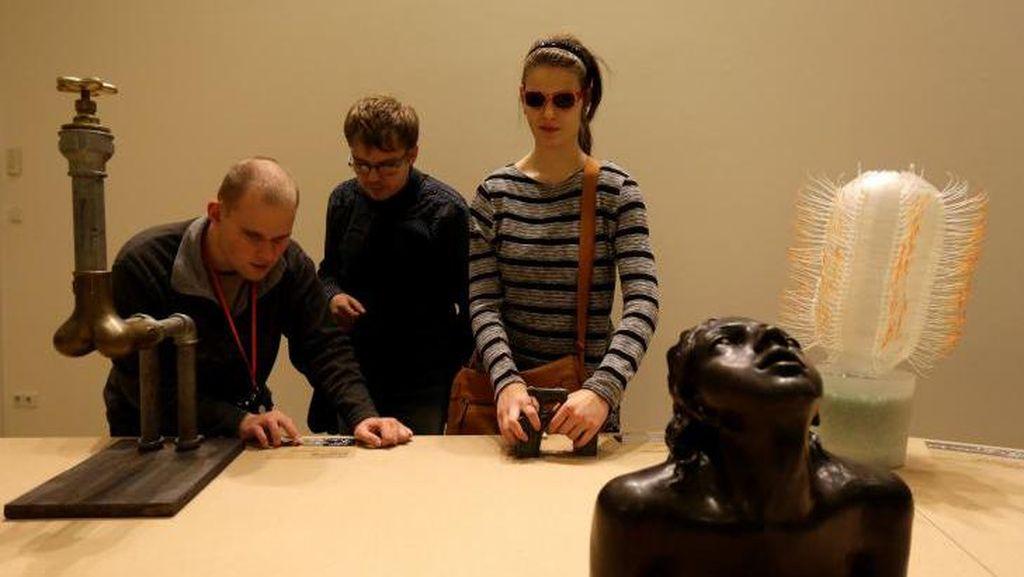 Silakan Sentuh! Pameran bagi Tunanetra Digelar di Praha