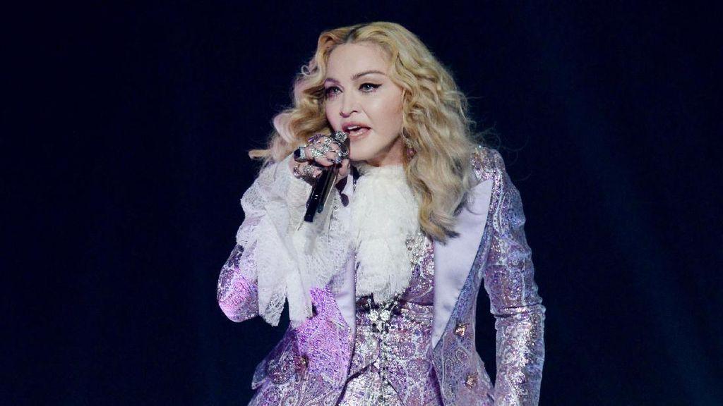 Curhat Madonna yang Masih Patah Hati Donald Trump Jadi Presiden AS