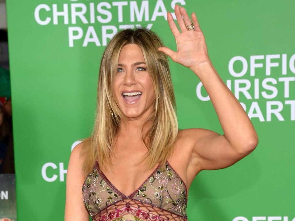 Jennifer Aniston Ungkap Lipstik Andalan untuk Syuting Friends