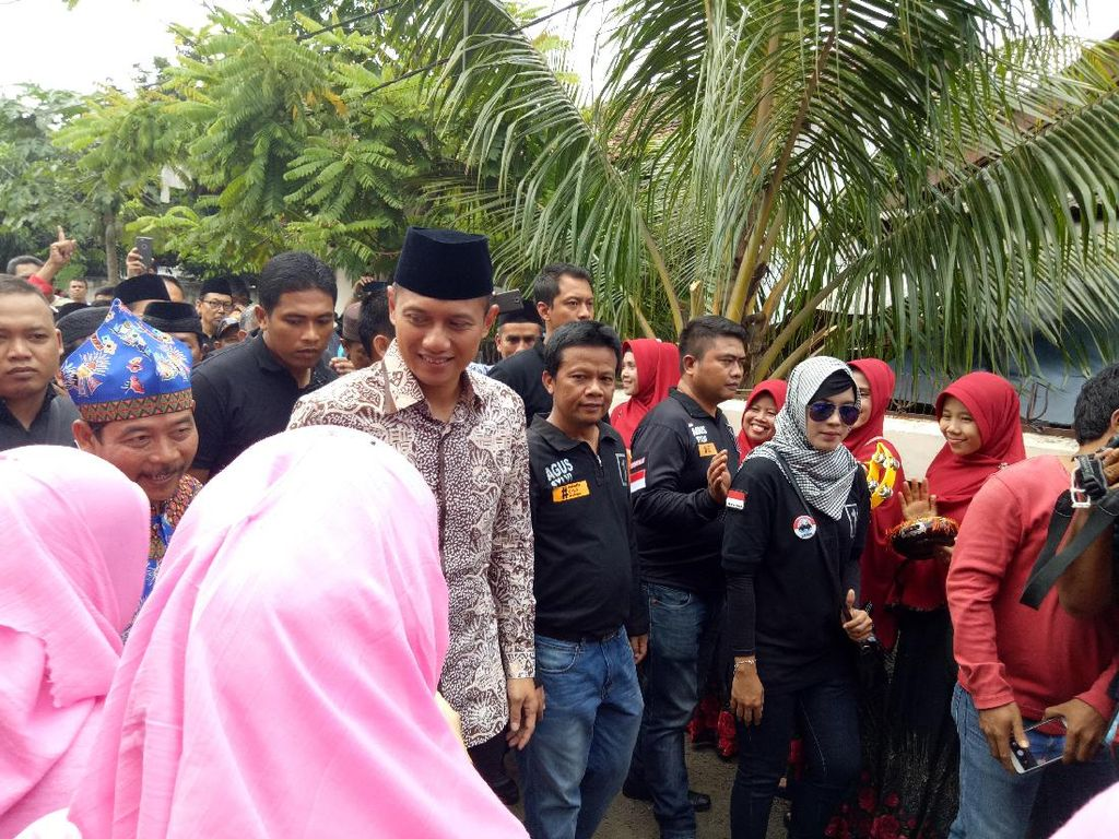 Berbatik, Agus Yudhoyono Silaturahmi ke Rumah Warga di Cipayung