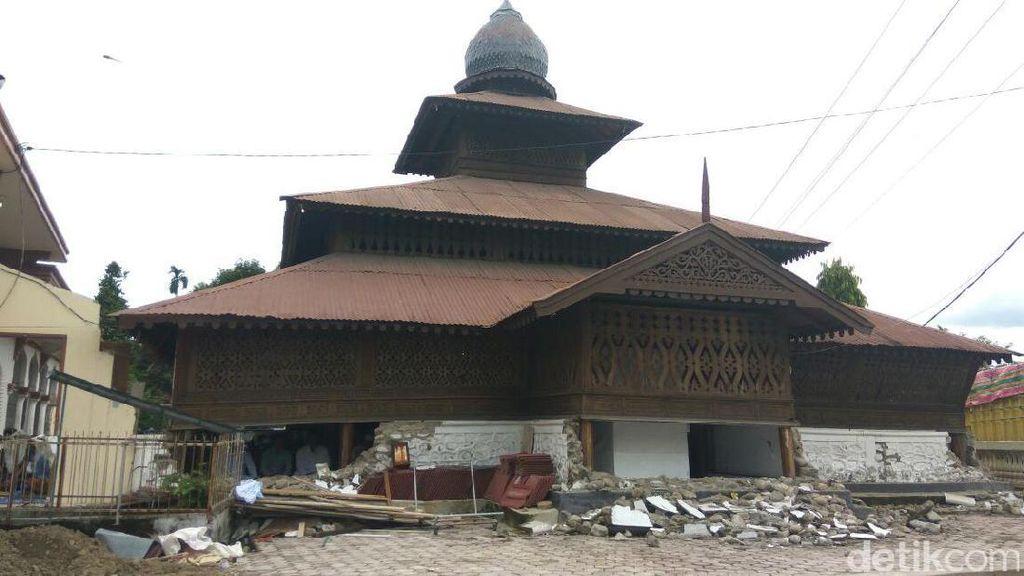 Sempat Ada Gempa Susulan Saat Warga Salat Jumat di Masjid Berusia 300 Tahun