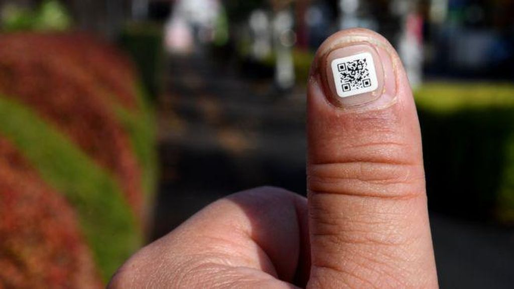 Agar Mudah Dilacak Saat Hilang, Lansia Jepang Dipasangi Barcode