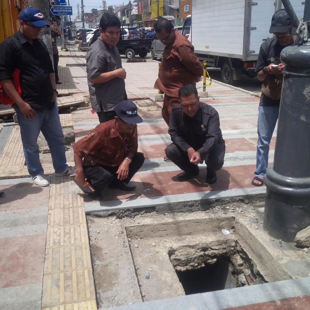 Warga Protes Pelebaran Trotoar di Jalan Sudirman Bandung