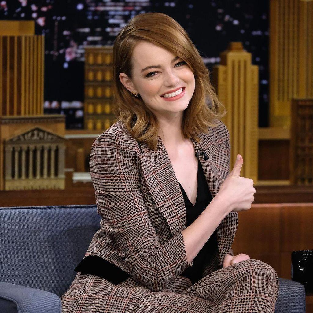 Emma Stone Tak Kesulitan Menyanyi Live untuk La La Land