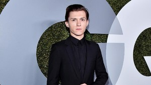 Tak Ingin Sampai Bocor, Tom Holland Bakar Naskah Spider-Man: Homecoming