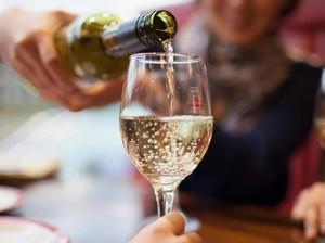 Minum <i>White Wine</i> Tingkatkan Risiko Terkena Kanker Kulit?