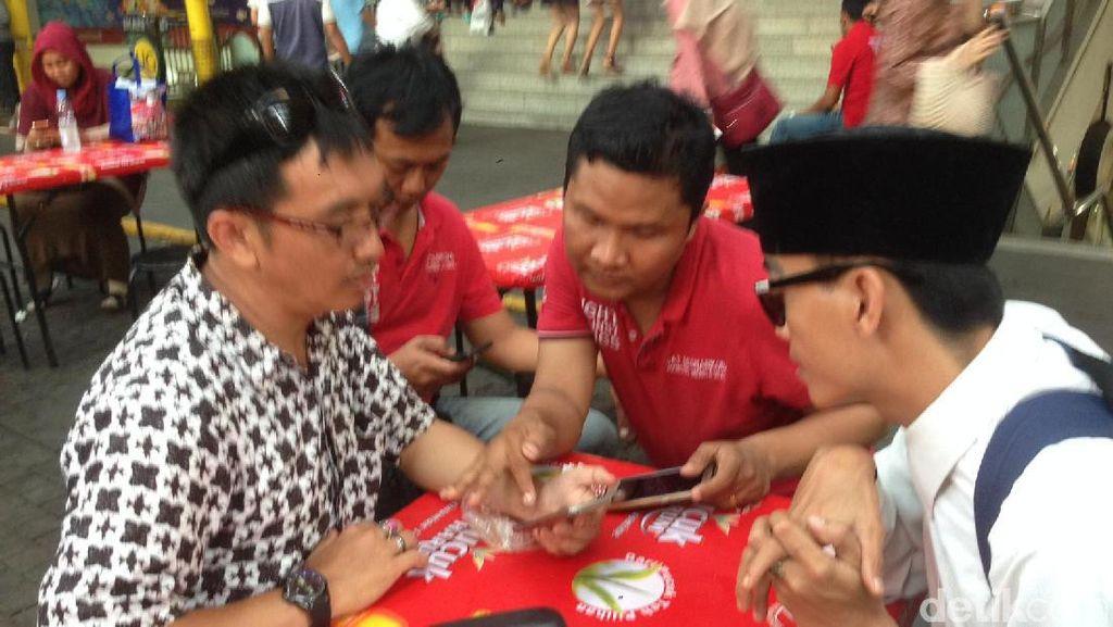 Polisi Sosialisasi Aplikasi Qlue Lapor Berantas Narkoba di Jakarta Selatan