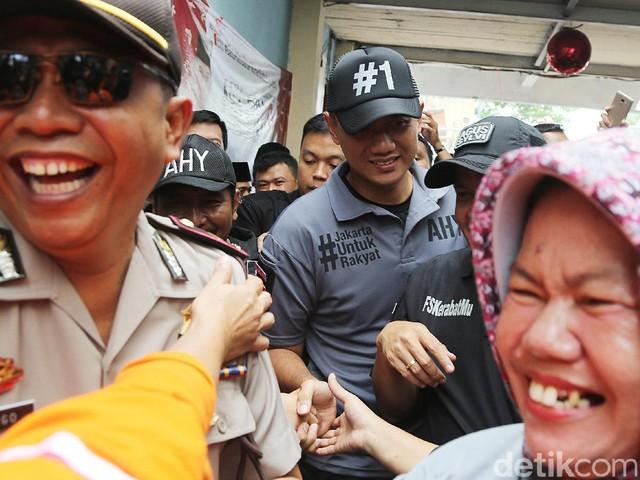 'Gerilya Kota' Agus Yudhoyono Sambangi Tambora