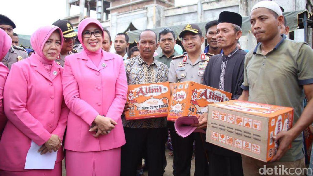Kapolri Kunjungi Warga Korban Gempa Aceh dan Salurkan Bantuan
