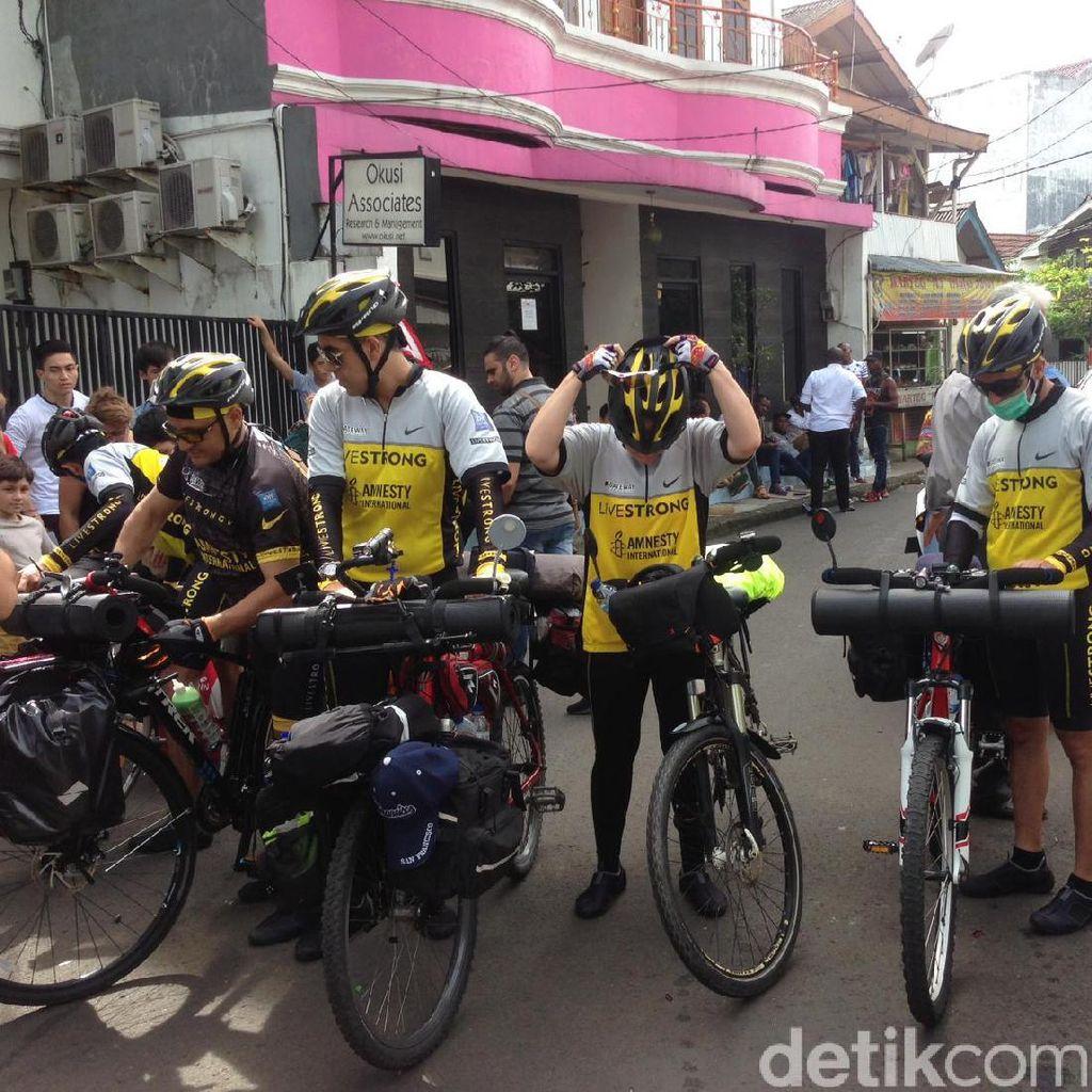Cari Status Suaka, 5 Pengungsi Lintas Negara Bersepeda dari Jakarta ke Bali