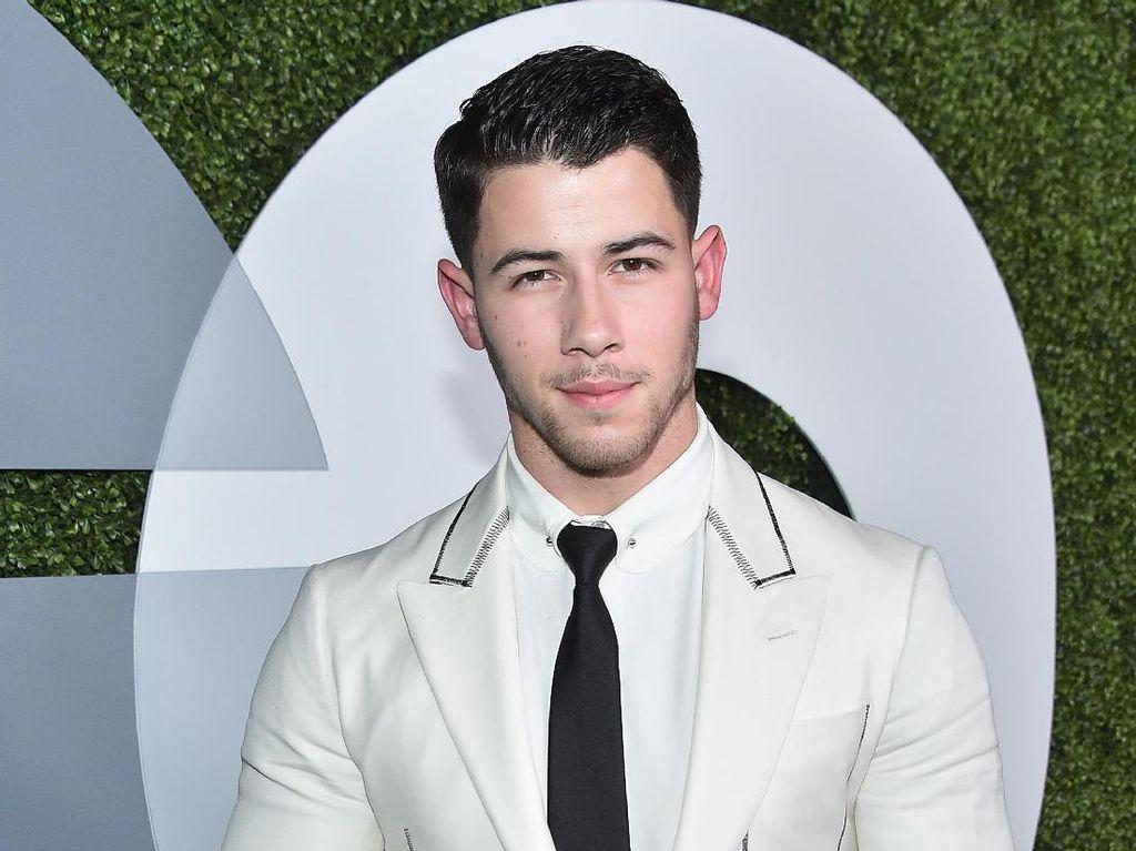 Ups! Nick Jonas Diraba Fans Wanita