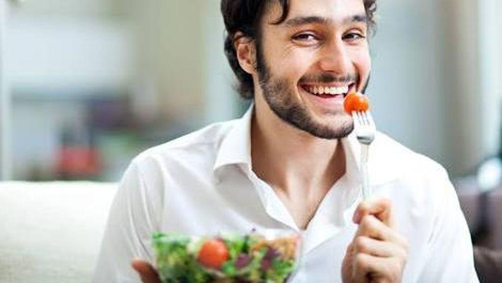 Biar Terlihat Maskulin di Depan Banyak Orang, Pria Cenderung Makan Lebih Banyak