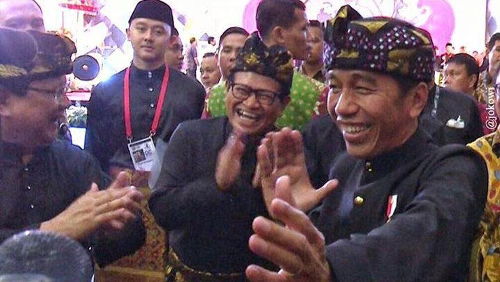 Gaya Lucu Pendekar Jokowi dan Prabowo di Arena Silat