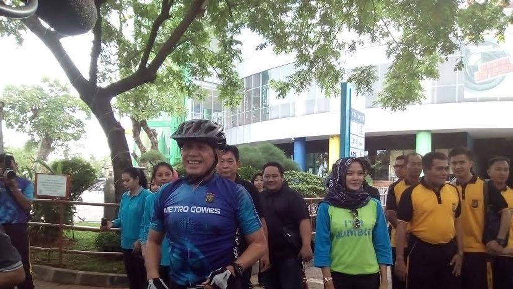 Begini Aksi Kapolda Metro Jaya Gowes Sambil Pantau Situasi Jakarta