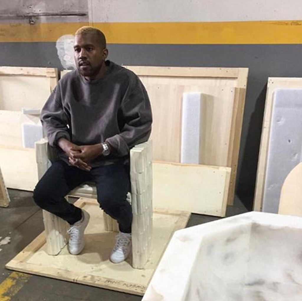 Akhirnya Muncul Pasca Dirawat, Kanye West Kini Berambut Pirang