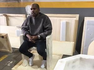 Kanye West Disebut Pernah Selingkuh dengan Transgender