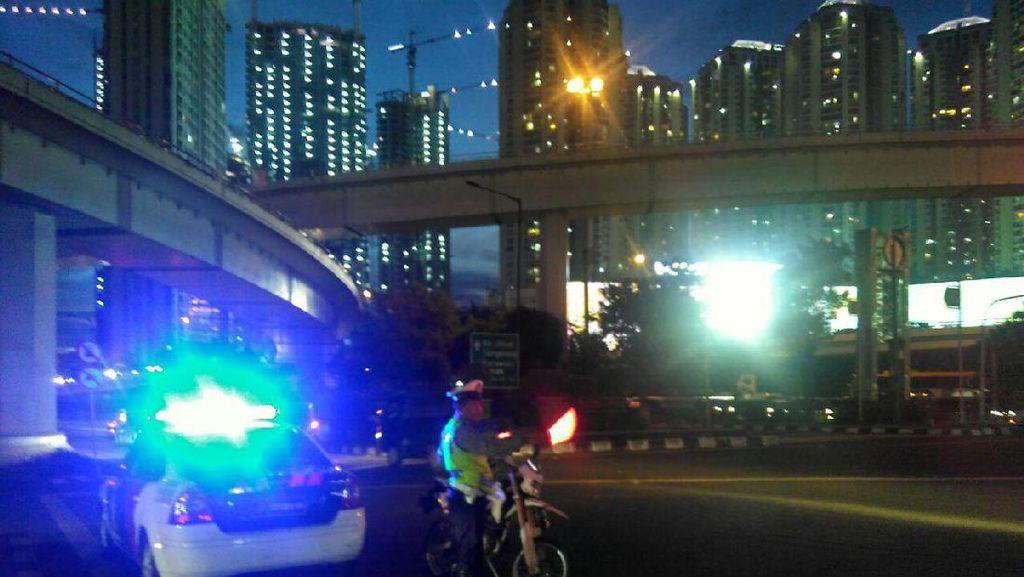 Macet, Polisi Buka-Tutup Underpass Tomang ke Tol Kebon Jeruk