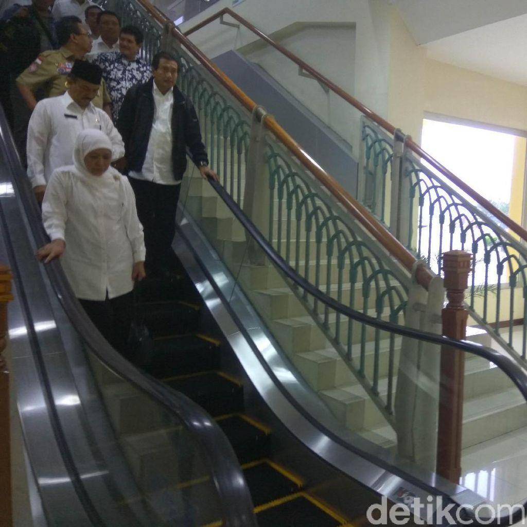 Datang ke Aceh, Mensos Datangi Gudang Bulog Cek Logistik Korban Gempa