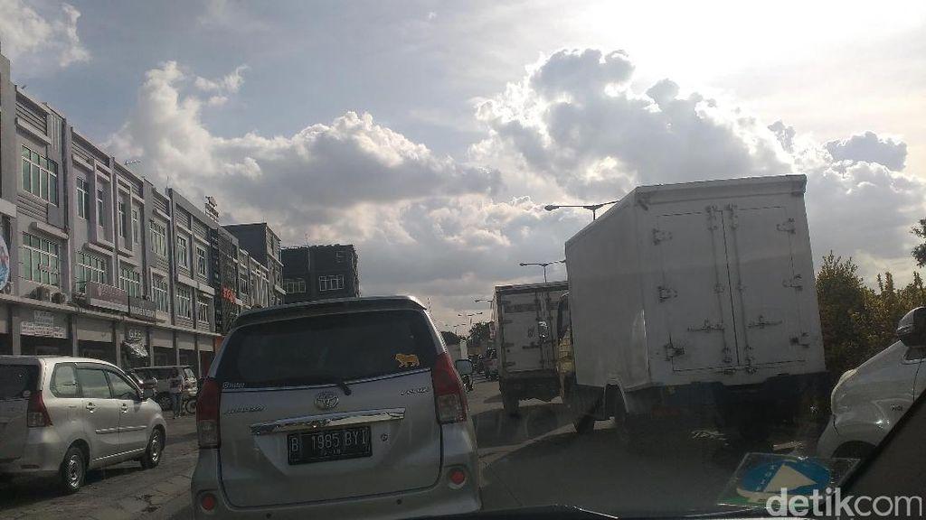 Jelang Long Weekend, Lalu Lintas Tol Jakarta-Bandung Macet