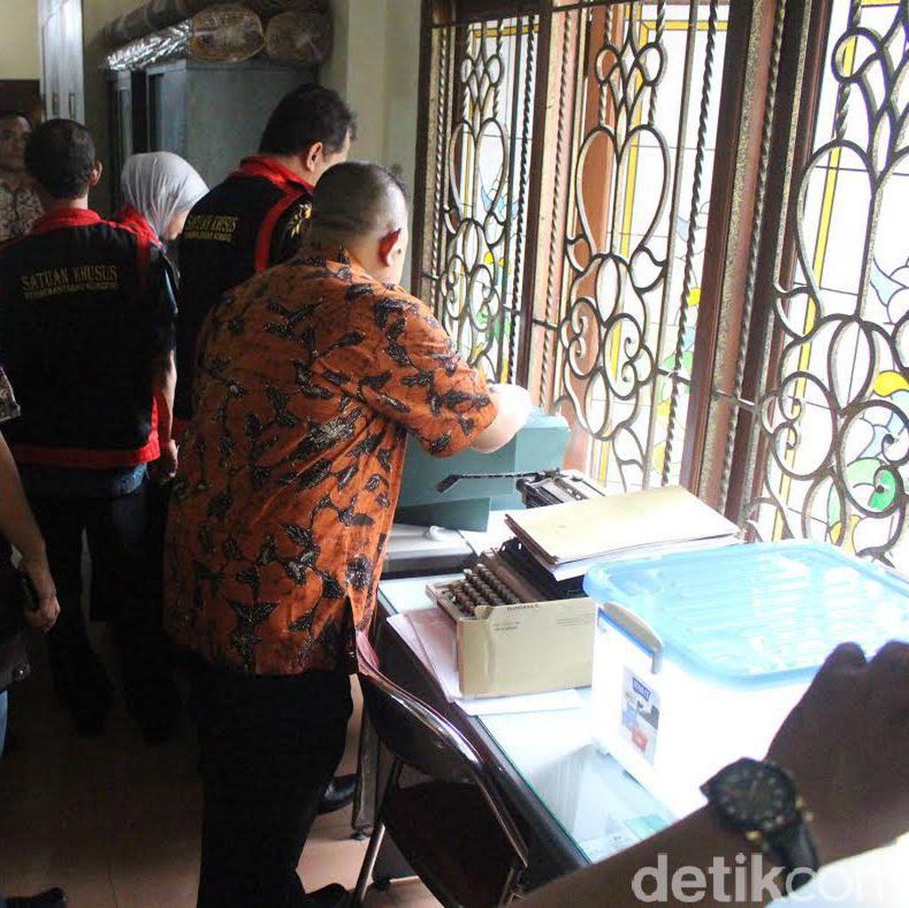Tim Kejari Sidoarjo Geledah Rumah Notaris Terkait Penjualan TKD