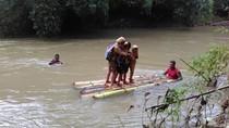 Pelajar ke Sekolah Naik Rakit karena Jembatan Rusak, Ini Respon Bupati Trenggalek