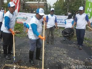HUT Pertamina ke-59, Relawan Bersih Pantai Watu Dodol Lepas Liarkan Tukik