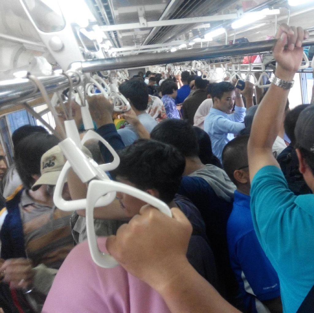 Libur Panjang, Commuter Line Disesaki Penumpang